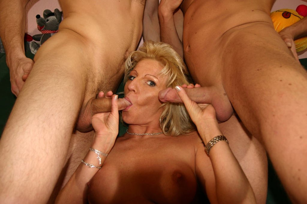 category hot milfs geile muetter